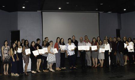 Primer grupo de maestros completa certificación profesional STEM